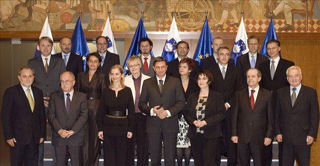 Poslanke in poslanci so s 56 glasovi za in 30 proti potrdili listo 18 ministric in ministrov, ki bodo sestavljali vladno ekipo premiera Boruta Pahorja.