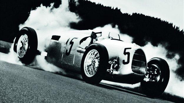 28. januarja 1938 je med poskusom, da bi dosegel novi rekord v hitrosti vožnje z avtomobilom, umrl nemški avtomobilski dirkač Bernd Rosemeyer.