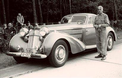 Zasebno se je vozil s horchom 853 coupé.