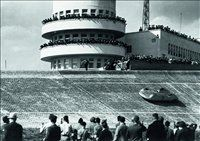 Vožnja aerodinamičnega auto-uniona na berlinskem dirkališču Avus leta 1937