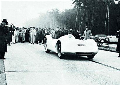 Na štartu nesrečne rekordne vožnje 28. januarja 1938