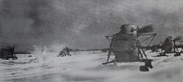 Rdeča armada je med boji na zasneženih ruskih poljanah uporabljala tudi posebne oklepne sani, v kar so jih prisilile razmere na vzhodnem bojišču druge svetovne vojne.