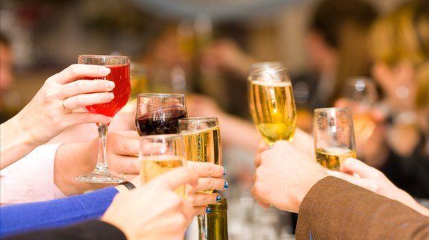Kdaj je pravi čas za svečani govor in kdo je tisti, ki prvi na praznovanju poroke nazdravi ženinu in nevesti?