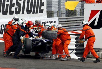 Nico Hulkenberg je svojega Williamsa razbil v tunelu.
