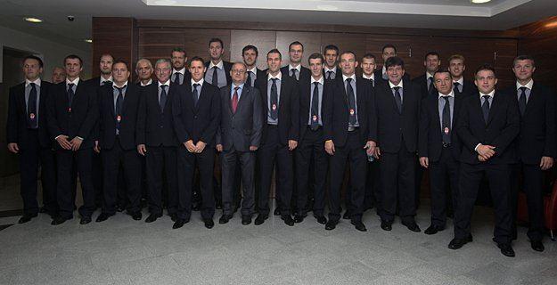 Dobrih 48 ur pred prvo tekmo in 44 dni po zboru na Rogli se je slovenska košarkarska reprezentanca odpravila v Turčijo, kjer se v soboto začenja šestnajsto svetovno prvenstvo.
