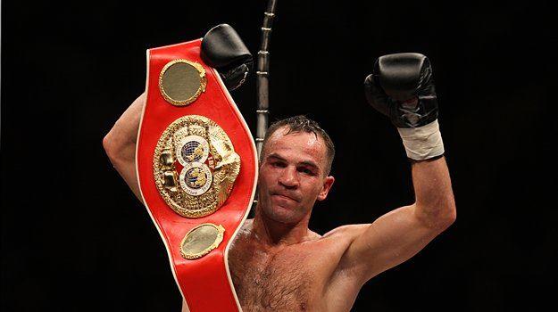 Slovenski boksarski as Dejan Zavec je v razprodani dvorani v Stožicah po točkah ugnal Poljaka Rafala Jackiewicza in ubranil naslov svetovnega prvaka IBF velterske kategorije.