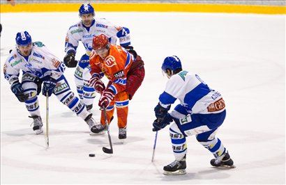 Strelec prvega jeseniškega gola na tekmi z Medveščakom je bil Rok Tičar. <b>Kliknite za povečavo.</b>