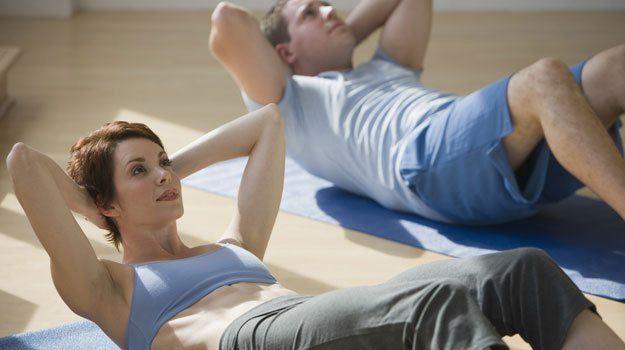 Raven trebuh in čvrste trebušne mišice so želja mnogih, uspeh pa vam morda otežujejo napačna prepričanja o vadbi trebušnjakov.