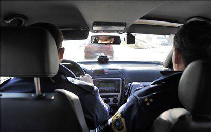 V avtomobilu, ki je opremljen s sistemom Provida, vedno sedita dva policista. Eden vozi, drugi pa ima nadzor nad kamero in snemalnikom.