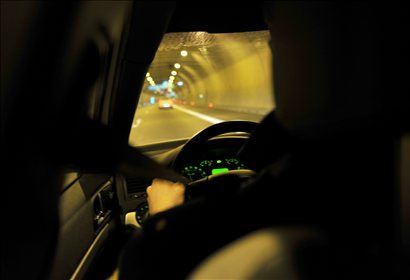 <i>'Čez dan je na avtocestah preveč gneče, drugače pa je ponoči, ko so ceste prazne. Takrat so kršitve največje,' </i> sta nam povedala policista. Dodala sta še, da je z avtomobilom pogosto skoraj nemogoče slediti objestnim motoristom.