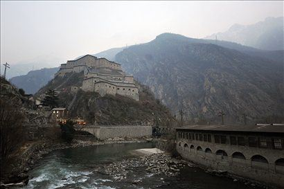 Splača se ustaviti vsaj v gigantskem gradu Burg de Barg in poplezati po bližnjih granitnih pečinah.