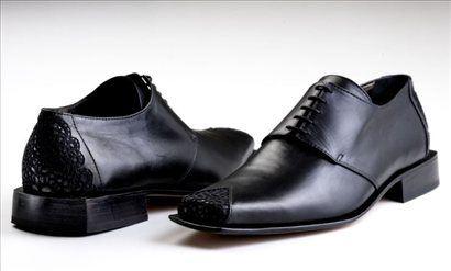 Ben Affleck nosi njene čevlje s črno idrijsko čipko