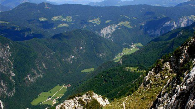 Naravoslovno-etnološka pot po zeleni lepotici v osrčju Kamniško-Savinjskih Alp vas bo pripeljala do veličastnega slapa Rinka, najmlajši pa se lahko v svet pravljic potopite v Pravljičnem gozdu.