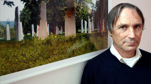 Oblikovalec slovenskega grba <b>Marko Pogačnik</b> je prepričan, da grb še vedno kakovostno opravlja zaščitno funkcijo in da je vsesplošna kriza globalna težava in plod planetarnih sprememb.