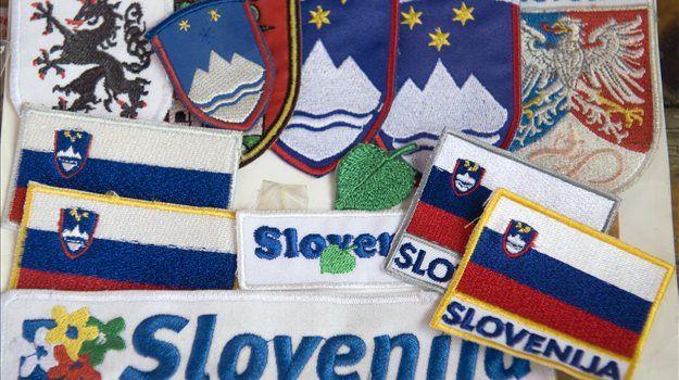 Mnenja o slovenski zastavi in grbu so deljena. Medtem ko so nekateri kritični do obeh, pa so se spet drugi nanju že navadili in ju vzeli za svoja.