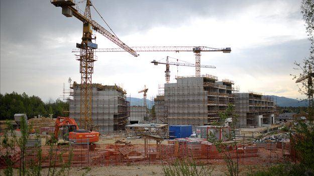 Najemnine stanovanj v Ljubljani so glede na december 2008 nižje za 31 odstotkov, mesečna najemnina za dvosobno stanovanje pa je junija v povprečju še vedno znašala 594 evrov.