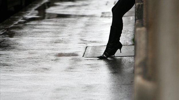 Ni znano, koliko žensk v Sloveniji prodaja svoje telo. Večina prostovoljno. Prevladuje stanovanjska prostitucija, prostitutke pa so kljub dekriminalizaciji še vedno stigmatizirane.