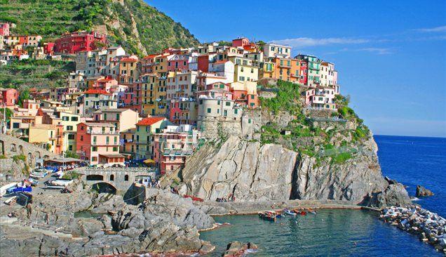 Sončne jesenske dni lahko izkoristite za obisk pisanih vasic, ki so ena zraven druge zrasle ob severozahodni italijanski obali.