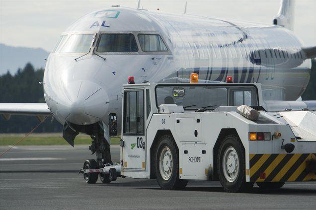 Zaradi velike mase in prestavnih razmerij ima vozilo vlečno moč kar 300 kilonjutnov, zato lahko dejansko povleče tovor z maso okrog 400 ton. To pa je dovolj tudi za največja potniška in tovorna letala.