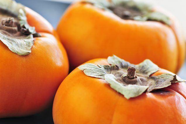 100 gramov sadeža ima okoli 77 kalorij