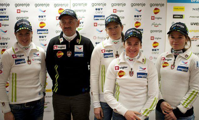 Vse preizkušnje bosta odtekli Barbara Jezeršek ter Alenka Čebašek (obe desno), Vesna Fabjan in Katja Višnar bosta bolj osredotočeni na šprinterske preizkušnje. Dekleta so na sliki s trenerjem Vladimirjem Korolkevičem.