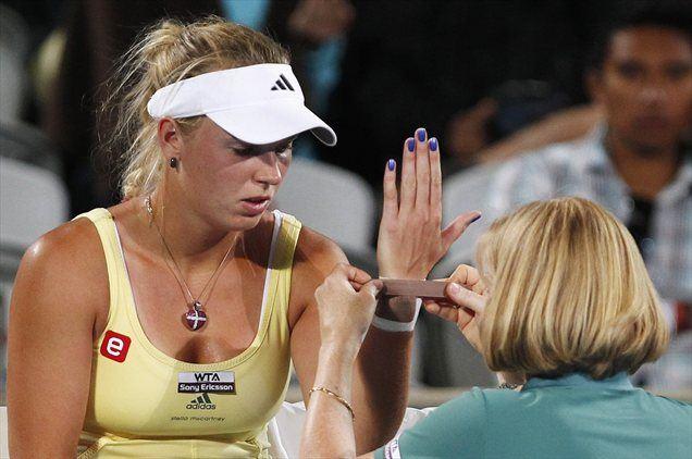 Caroline Wozniacki je v četrtek opravila pregled z magnetno resonanco, ki je razkril, da poškodba levega zapestja ni težje narave.