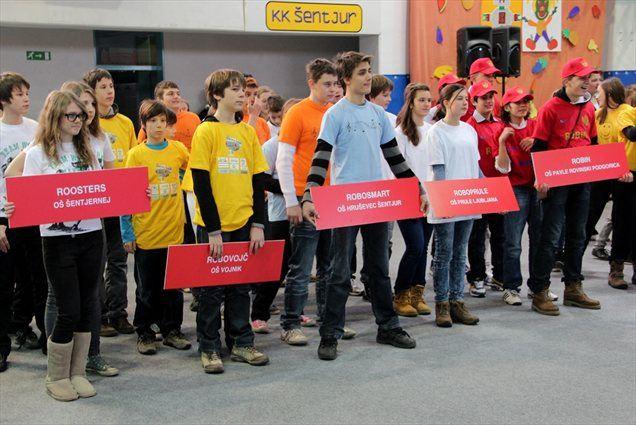 Na odprtem državnem prvenstvu Slovenije FLL na OŠ Hruševec Šentjur se je pomerilo 16 ekip iz Slovenije, Hrvaške in Črne gore.
