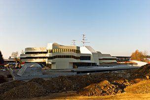 Na Brniku nastaja nov center za vodenje in kontrolo zračnega prometa ATCC.
