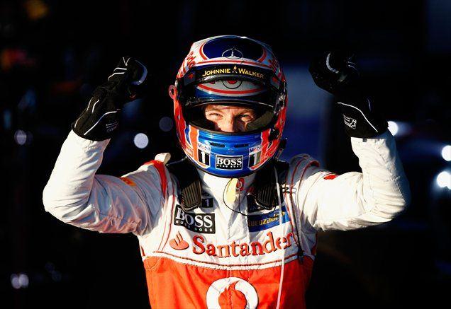Jenson Button je v prvem zavoju prehitel Lewisa Hamilton in vodstvo zadržal do kariraste zastave.