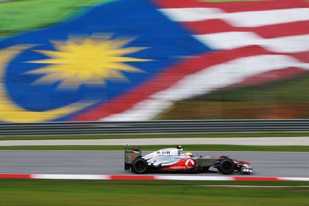 Malezijski konec tedna je najhitreje začel Lewis Hamilton s svojim MP4-27.