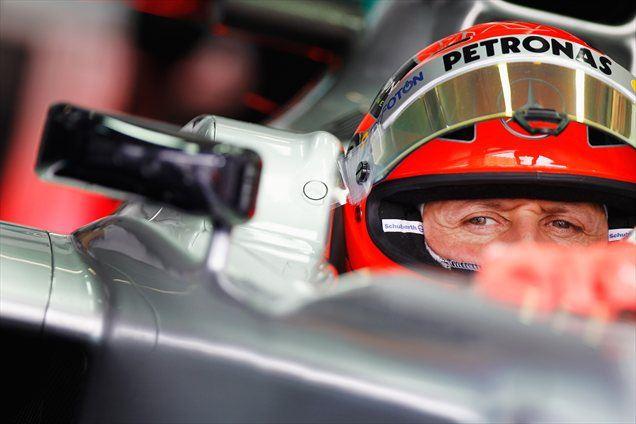 Michael Schumacher je bil popoldne drugi najhitrejši, le za Lewisom Hamiltonom.