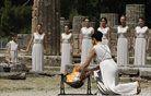 V antični Olimpiji prižgali ogenj za igre v Londonu