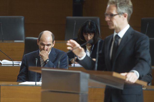 Vasle je v predstavitvi poročila spomnil, da je Slovenija po stalnem razvojnem dohitevanju povprečja EU v 15 letih do 2008 v letih od izbruha kriza začela povečevati zaostanek.