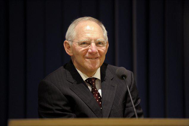 Schäuble: Varčevanje in rast si ne nasprotujeta. Programi finančne pomoči državam ne odvzemajo možnosti za krepitev kupne moči prebivalstva, kot se pogosto trdi.