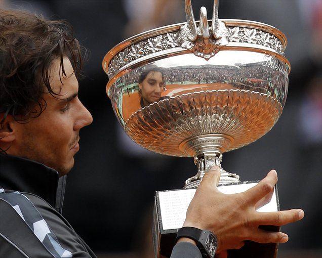 Španec Rafael Nadal je že sedmič zmagal v Roland Garrosu.