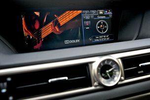 Kupiš zvočni sistem Mark Levinson, pa ti dajo še lexusa, gratis.