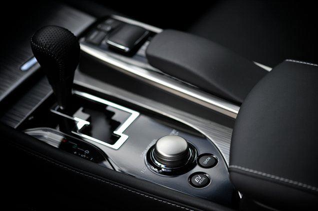 EV mode deluje pri hitrostih do 64 km/h in ne več kot en kilometer.