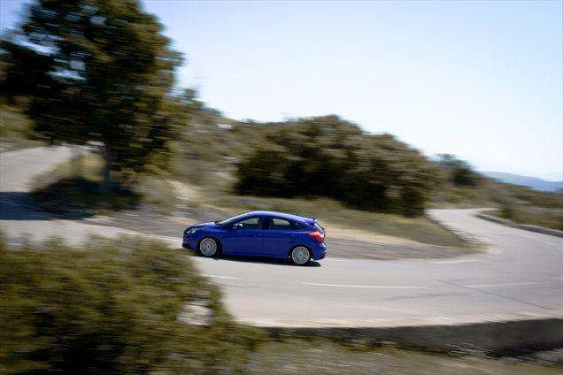 Pri Fordu poudarjajo, da se kupci ST-jev hitro vozijo le dvajset ali največ trideset odstotkov časa. Preostalih osemdeset odstotkov časa pričakujejo, da bo ST udoben. In tudi je. Zelo.