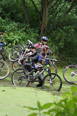 Avanturisti bodo s kolesom premagali 240 kilometrov.