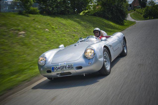 <i>'Avtomobil je varno pognati do 140 kilometrov na uro, pri višjih hitrostih pa postane predvsem sprednji del zelo nemiren. Spredaj je posoda za gorivo in če je ta prazna, je oprijema lahko zelo malo,'</i> vožnjo opisuje 77-letni Britanec.