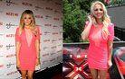 Plavolaski v rožnati obleki