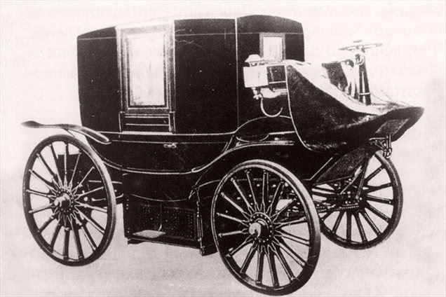 Svinčeva baterija je bila zaradi velike teže vgrajena pod potniško kabino.