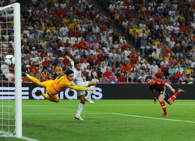Xabi Alonso je takole z glavo premagal francoskega vratarja Llorisa.