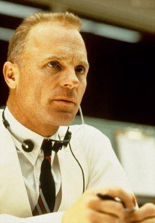 Za stransko vlogo v filmu Apollo 13 je prejel nominacijo za oskarja.