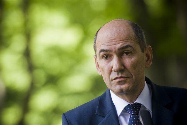 """Premier Janez Janša pričakuje, da se bo po letošnjem """"izredno težkem letu"""" konec naslednjega leta gospodarska aktivnost v Sloveniji ponovno začela obujati."""