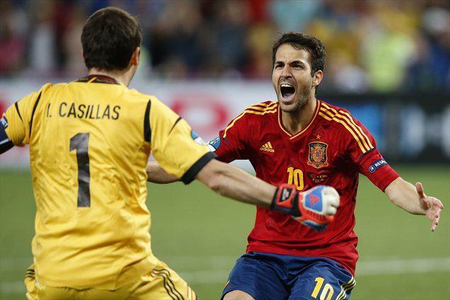Španska junaka: Cesc Fabregas je realiziral odločilno enajstmetrovko, Iker Casillas je odlično branil.
