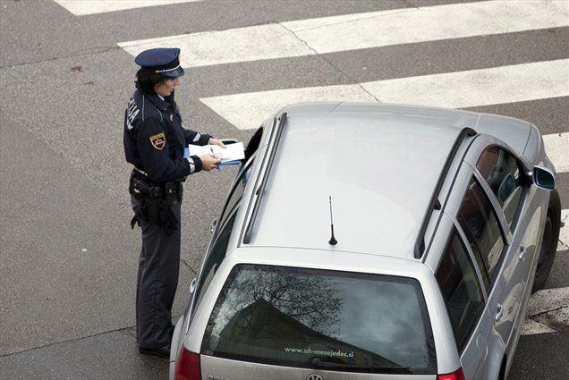 """Danes mineva leto dni od uveljavitve nove cestnoprometne zakonodaje, po besedah direktorja agencije za varnost v prometu Ljuba Zajca pa so njeni učinki """"definitivno pozitivni""""."""