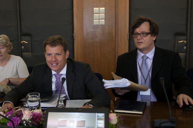 Dejan Krušec, državni sekretar na ministrstvu za fniance, je še dejal, da so sklepi, ki so bili sprejeti na skupščini NLB-ja, javni in da se lahko člani odbora z njimi seznanijo tudi iz medijev.