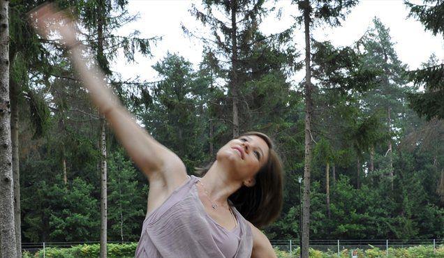 Vaje je pripravila osebna trenerka in strokovnjakinja za pilates ter gyrotonic Špela Perc, lastnica Pilates holističnega centra v Ljubljani.