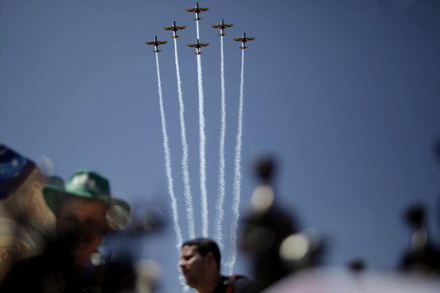 Brazilsko vojno letalstvo je začasno suspendiralo enega od svojih pilotov, ki je med parado v prestolnici s svojim lovskim letalom prekoračil največjo dovoljeno hitrost za tak tip prireditve.